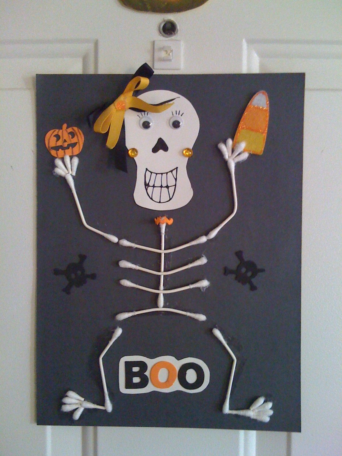 Cotton swab skeleton made with Q Tips and misc. Halloween craft, Halloween  crafts for kids, preschool, kids craft