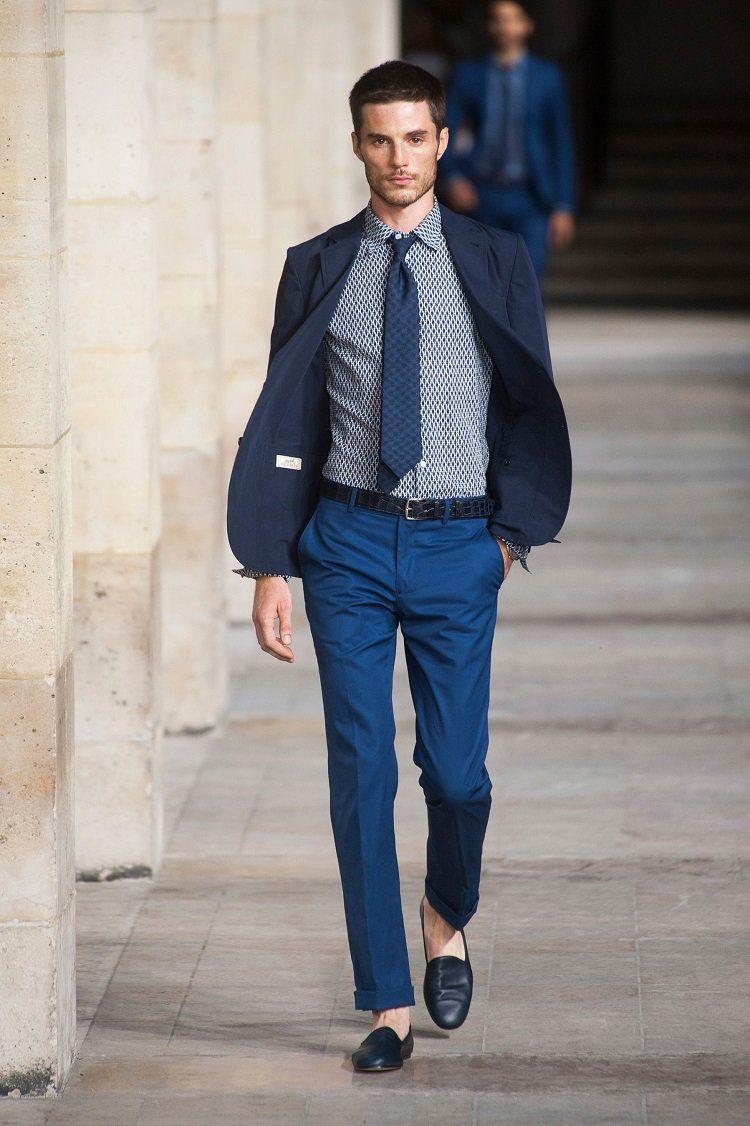 Comment Porter Le Pantalon Retroussé Homme Conseils Et Astuces Como Combinar Zapatos Azules Zapatos Azules Hombre Pantalon Azul Hombre