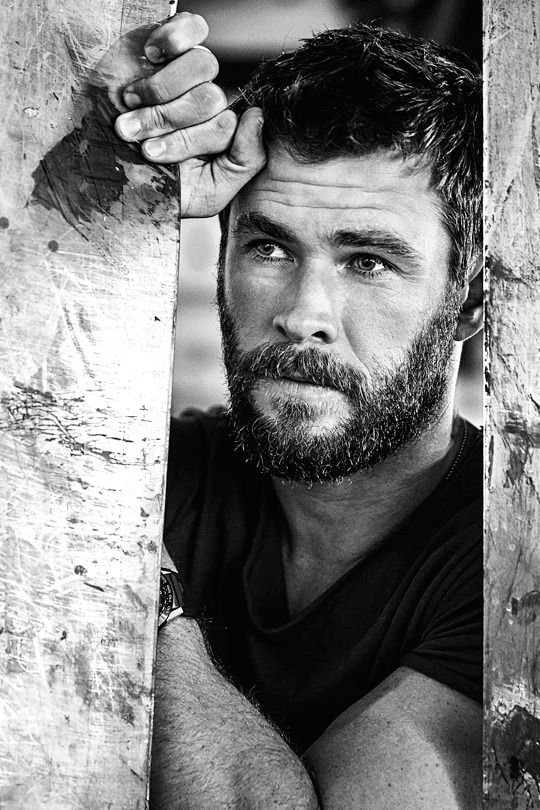 Foxtel Magazine by Peter BrewBwan   Chris hemsworth   Pinterest   Beaux  mecs et Mec 7e7647752264