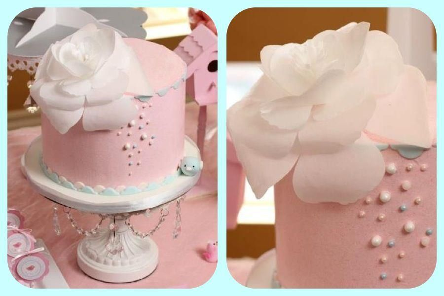 love this cake.. flowers and pearls
