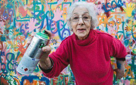 Grupo de #AbuelasGraffiteras rompen estereotipos y revolucionan las calles de Lisboa https://educaciotransformadora.wordpress.com/2015/06/02/un-grupo-de-abuelas-graffiteras-rompen-estereotipos-y-revolucionan-las-calles-de-lisboa/…  @Anaais5