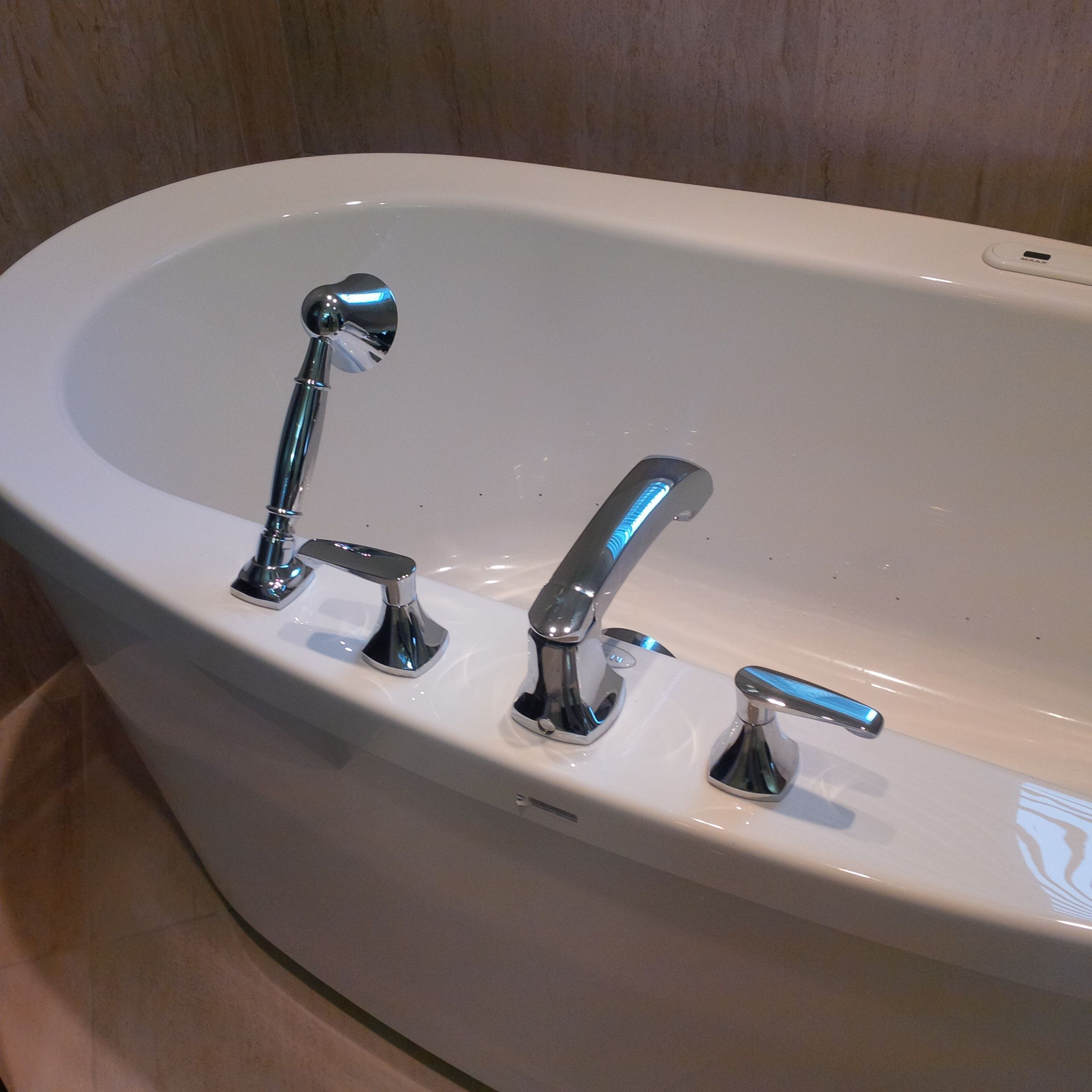 MAAX Freestanding Tub with Air Jets, American Standard Copeland ...