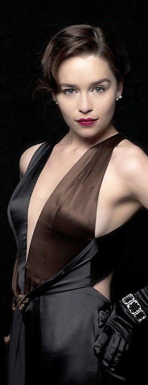 Emilia Clarke | Beautiful celebrities, Celebrities, Actresses