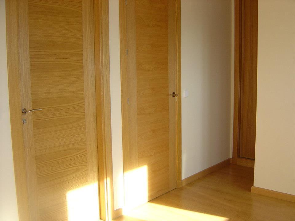 Dormitorio principal. Puertas y tarima de roble.
