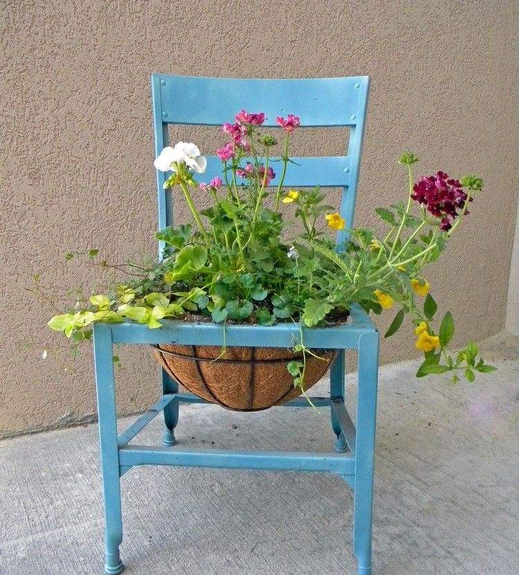 Kreative Garten Dekoration Alter-stuhl-blau-streichen