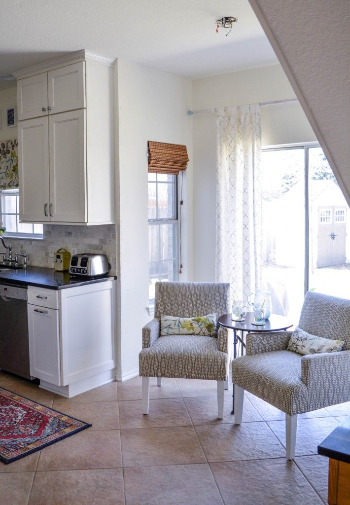 Best Turn Your Too Small Breakfast Nook Into A Sitting Area In 400 x 300