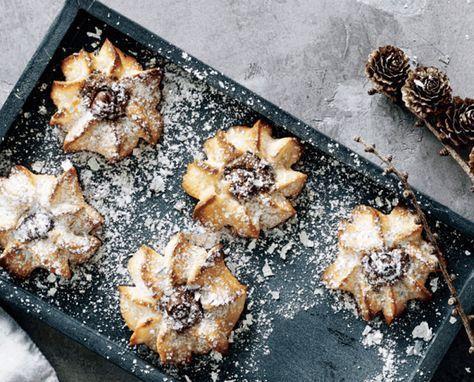 Kransekager med nødder og nougat #sundtslik Kransekage hører nytåret til. Og de her hjemmelavede små kransekagehapsere smager bare SÅ godt, og de er meget nemmere at lave end en hel kransekage. #kransekageopskrift Kransekager med nødder og nougat #sundtslik Kransekage hører nytåret til. Og de her hjemmelavede små kransekagehapsere smager bare SÅ godt, og de er meget nemmere at lave end en hel kransekage. #sundtslik Kransekager med nødder og nougat #sundtslik Kransekage hører nytåret #kransekageopskrift