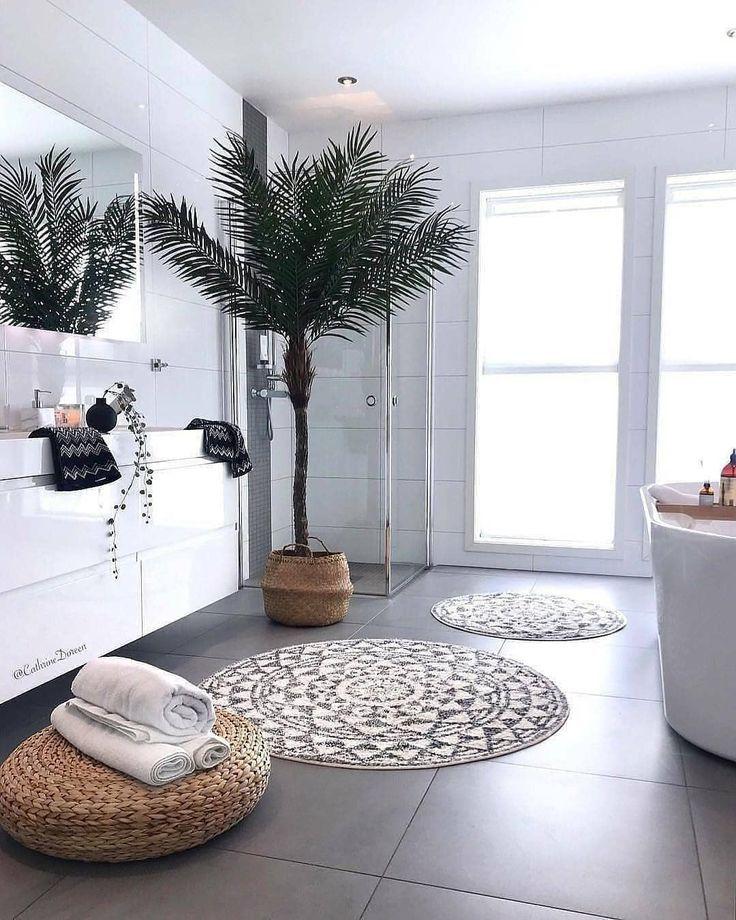 Sind Bäume in einem Badezimmer eine gute Idee? Würdest du das tun? Mehr Inhalt... - Badezimmer #badkamerinspiratie
