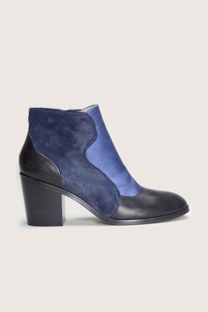 700728ea2 Brand New in Box GORMAN Geology Boots in navy blue & black RRP $349 Sz 9