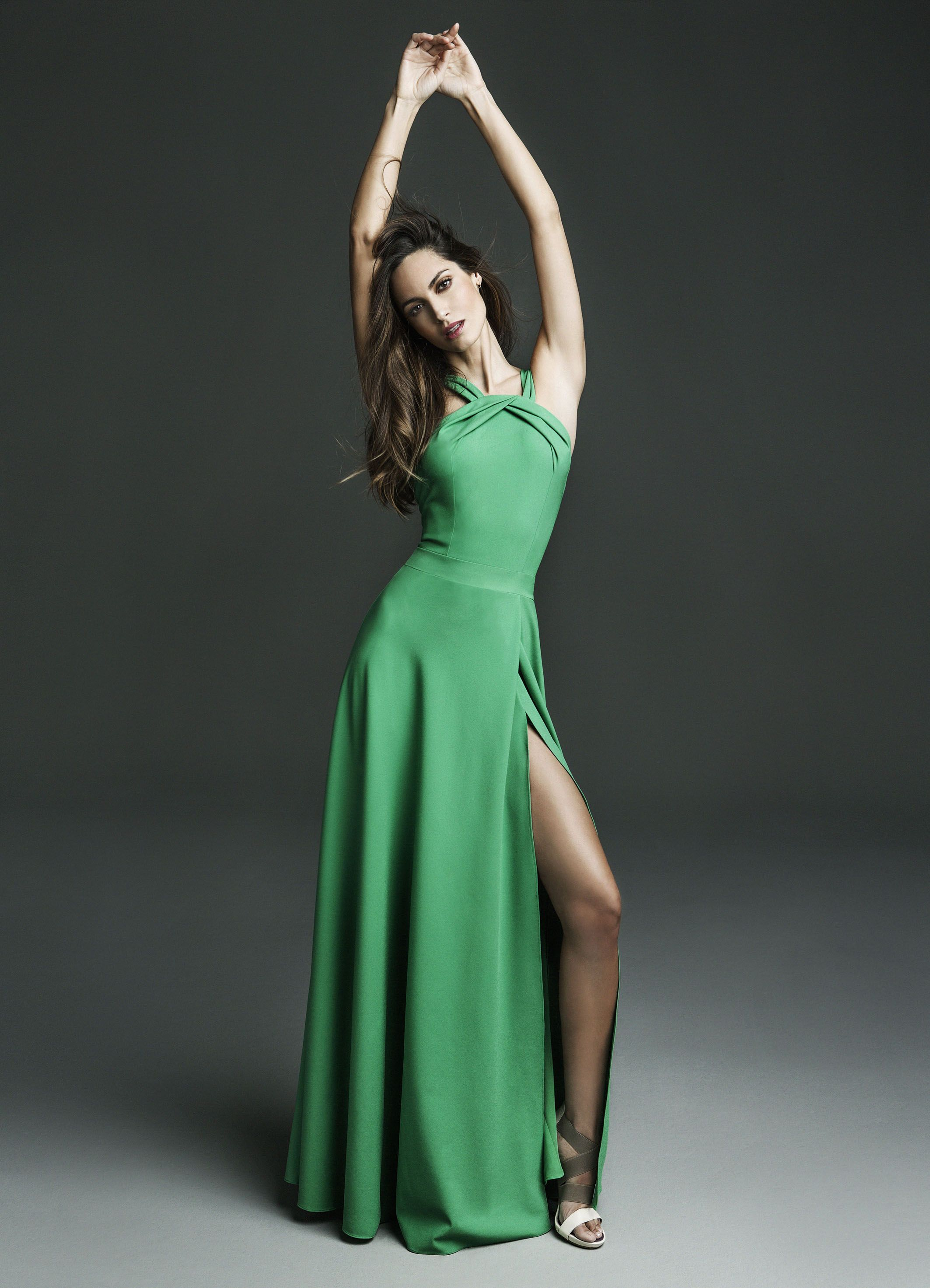 Vestido largo verde Long green dress #AriadneArtiles | Invitada boda ...