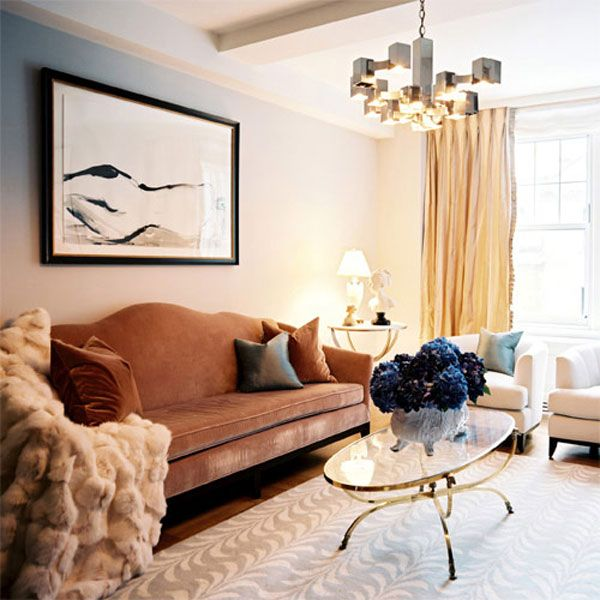 Juxtaposition Of Traditional And Contemporary Elements In Interior Design: Juxtaposition Of Very Traditional Furniture With More