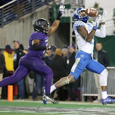 The University of Kentucky football team falls to ...