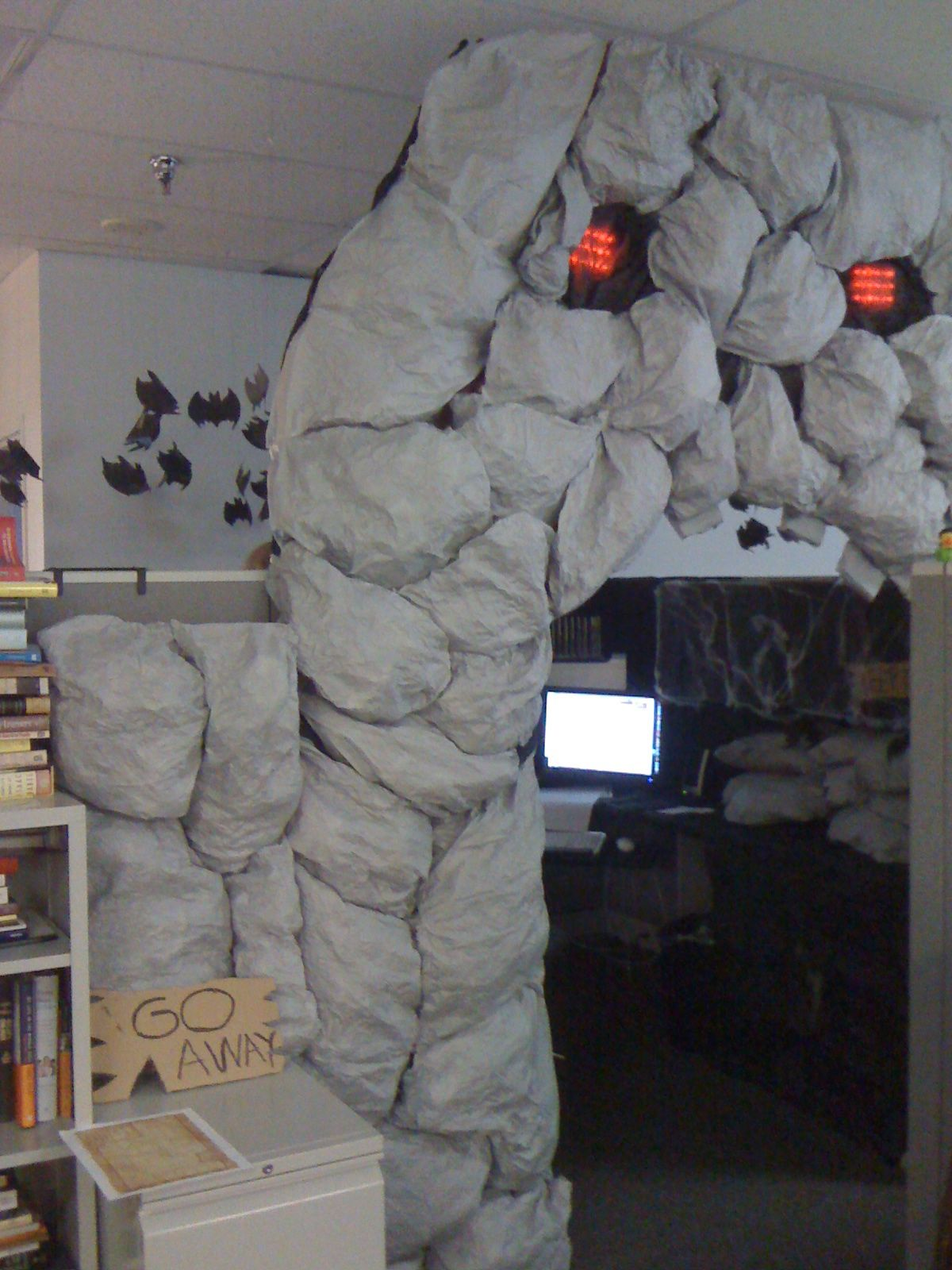 DIY Cubicle Cave Des Moines Register Staff Blogs Halloween - Cubicle Halloween Decorations