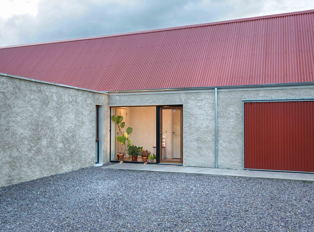 Easy And Practical Roofing Tips That You Can Use Roofing Design Guide Barn Style House Country Farmhouse Exterior House Designs Ireland