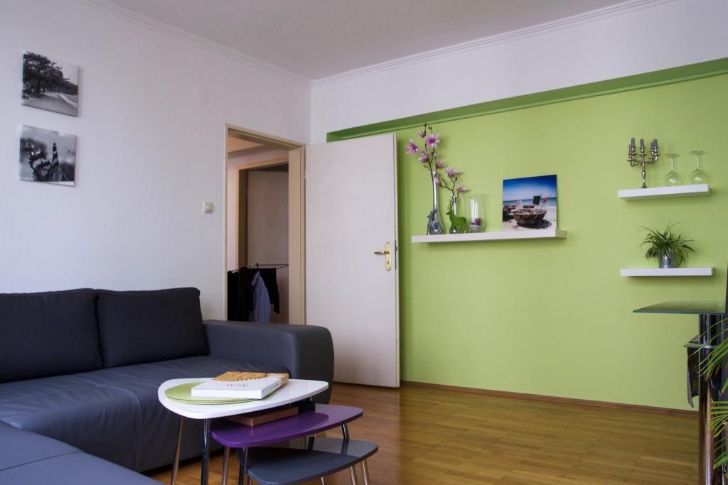 Green Farben München hell grüne wand in wohnzimmer 2 zimmerwohnung in münchen wandfarbe