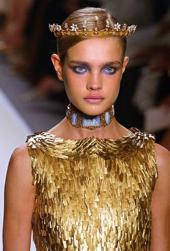 Natalia Vodianova at Oscar de la Renta 2002 Haute Couture