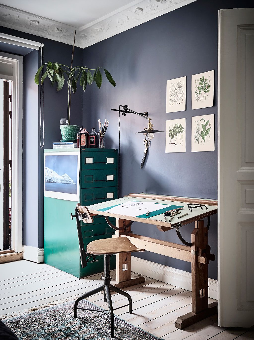 Blue bedroom and workspace combo via