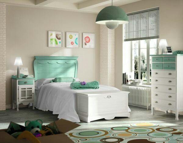 Muebles de dormitorio en madera maciza, con cabecero de cama y ...