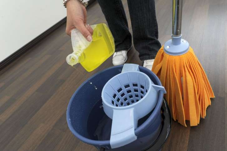 Pese lattia oikein – katso vinkit eri lattialaaduille