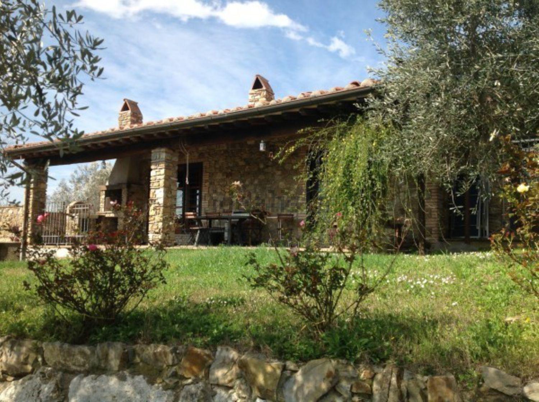 Case Di Montagna In Pietra : Casetta in legno e pietra in montagna appartamento valle d