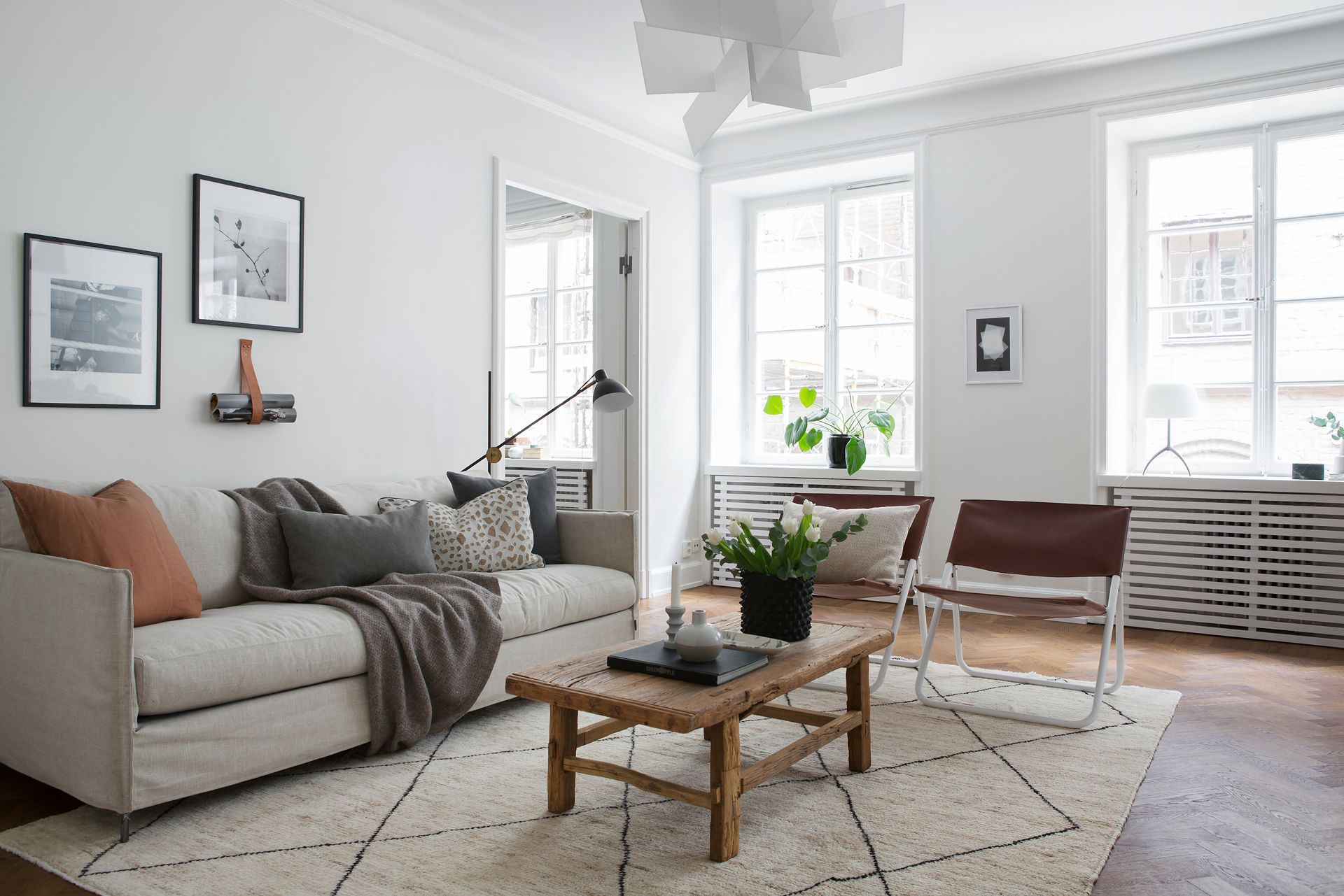 A renovated apartment with simplified eclecticism | Living rooms ...