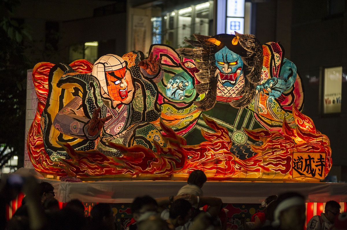 This Saturday Tokyo was practically saturated with festivals. There were too many to even consider trying to see more than a few of them. On Saturday evening I visit the bigger than expected Nebuta…