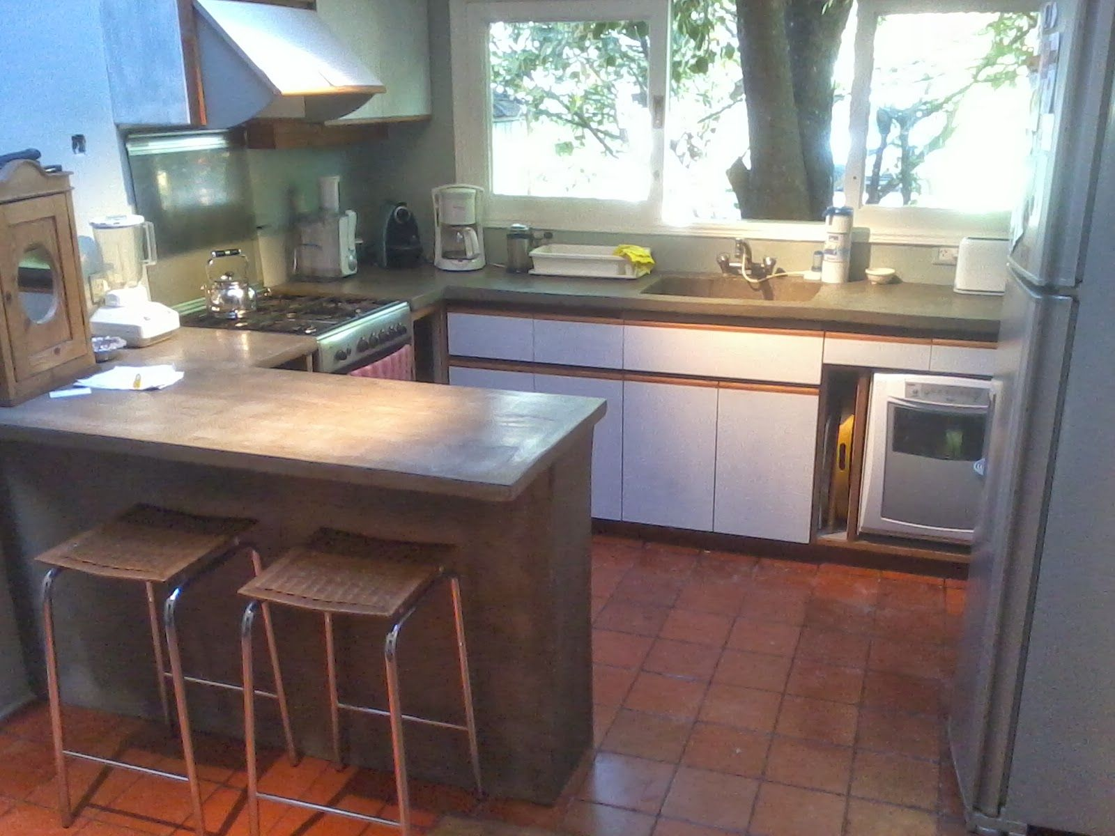 Muebles de cocina barra mesada cemento 1600 for Cocinas en cemento