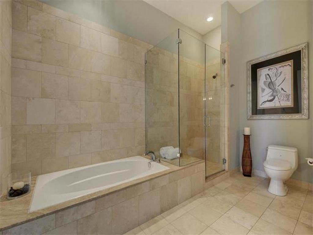 Walk In Shower Huge Jacuzzi Style Hottub And Tile Floors 555 E 5th