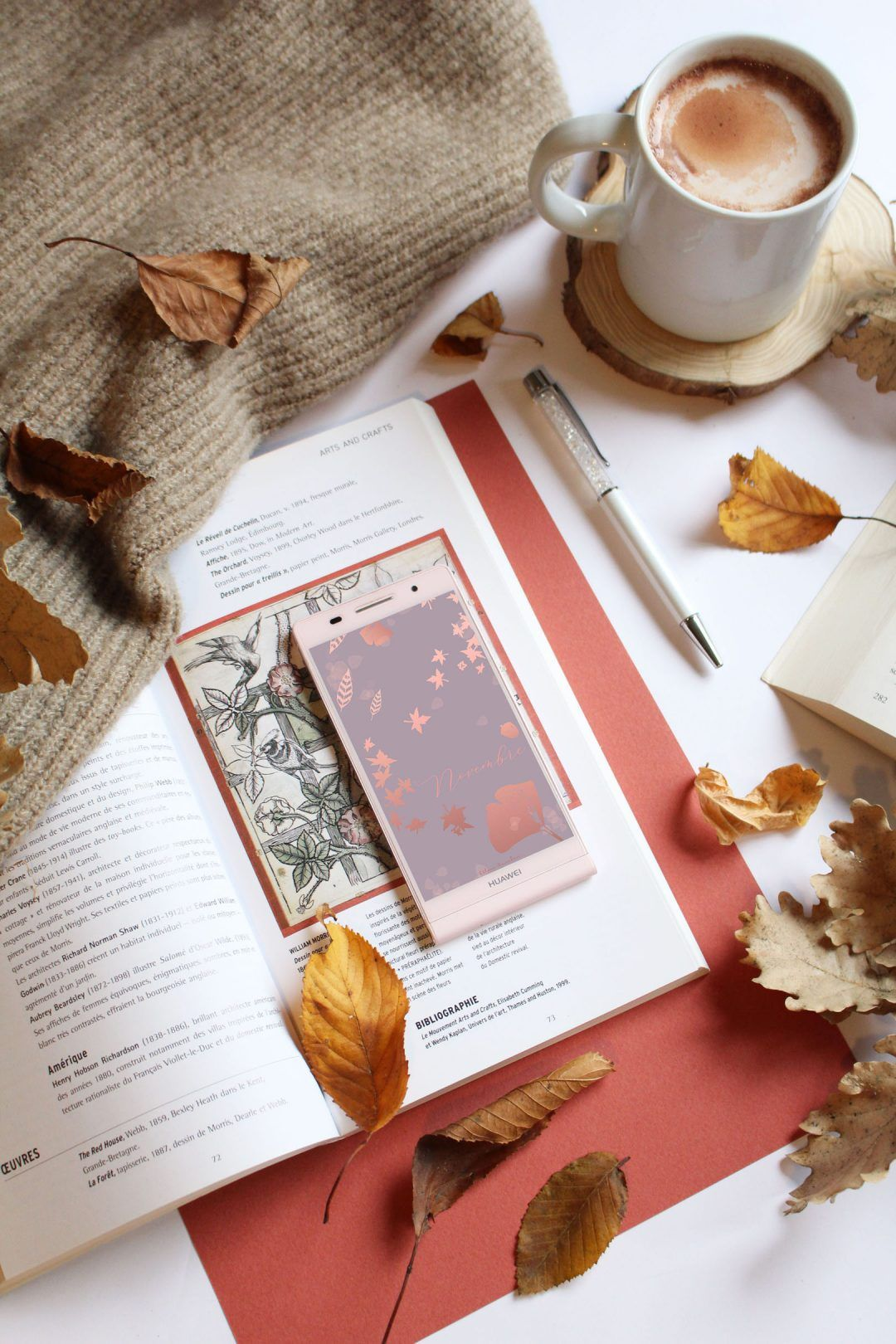 Fond D Ecran Automne A Telecharger Gratuitement Autumn Wallpaper Free Download On The Blog By Illustrator And Blogger Ce Fond Ecran Automne Fond Ecran Celine