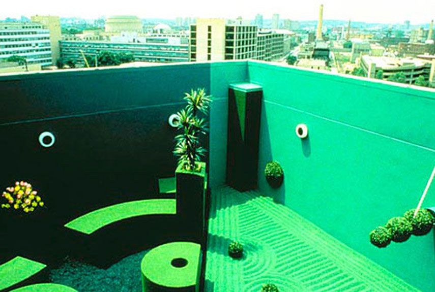 Garden, sort of. Why It's Unique: Looks can be deceptive: Splice Garden's plants are all plastic, and the hedges are actually Astroturf-covered pieces of steel. The hue of green emanating from the ground is the work of colored gravel and green paint.    Read more: The World's 18 Strangest Gardens - White Head Institute Splice Garden - Popular Mechanics