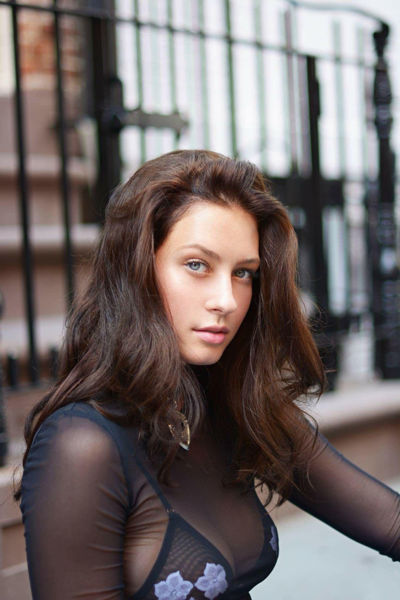 Olivia Norella photos