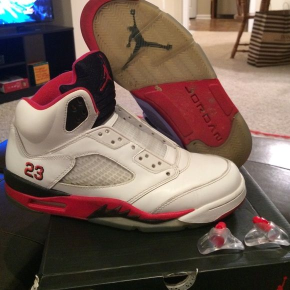 huge discount 23959 d9e3d Air Jordan 5 fire red size 8.5 Had these shoes for a while just time for  them to go, no laces but still have the lace locks slight creasing, ...