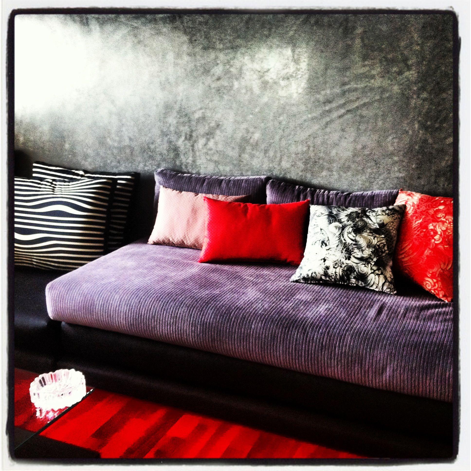 Nice Mur Tadellakt Gris, Salon En Velour Noir Et Gris, Coussins Lelièvre Jean  Paul Gaultier
