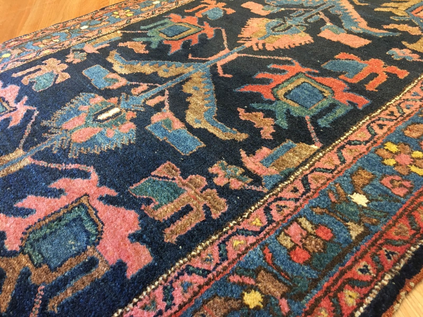 Armenians Wovelilihans In Lilihan Village In What Used To Be Called Kamareh Now Khomeyn District In Iran Lovely Lilih Antique Persian Rug Rugs Carpet Colors