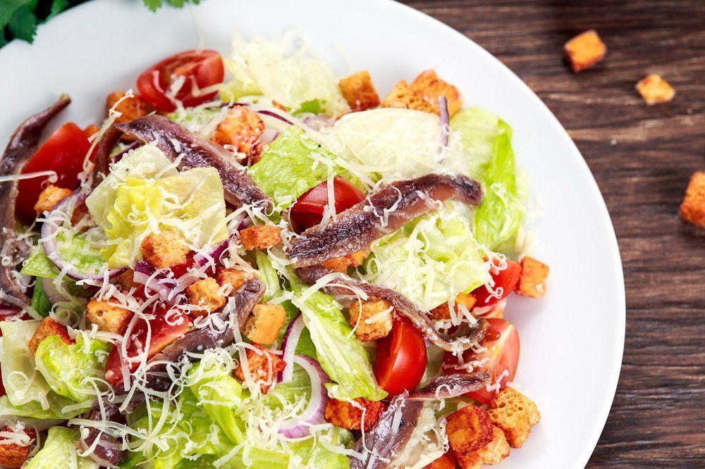 Salade romaine à lanchois et au gruyère