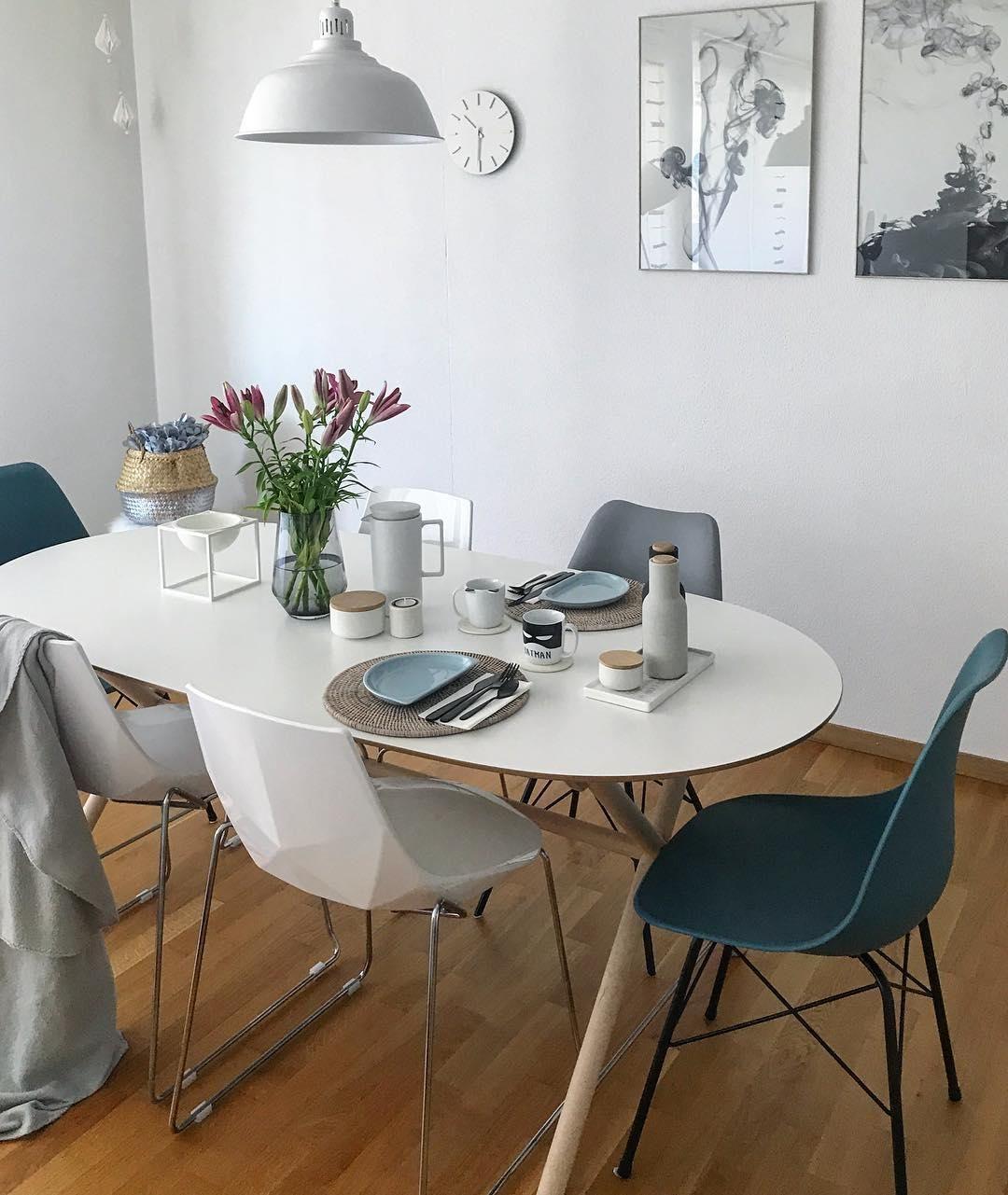 ... Ein Wunderschön Gedeckter Tisch Mit Frischen Blumen Und Eine Kleine  Gallery Wall. So Sieht Für Uns Das Perfekte Esszimmer Aus. Take A Seat An  Enjoy!