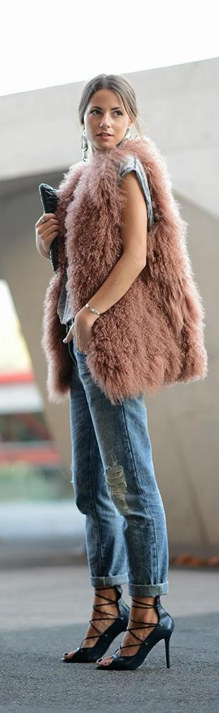 Pink Shades     http://www.fashionvibe.net/2013/12/pink-shades.html | The House of Beccaria