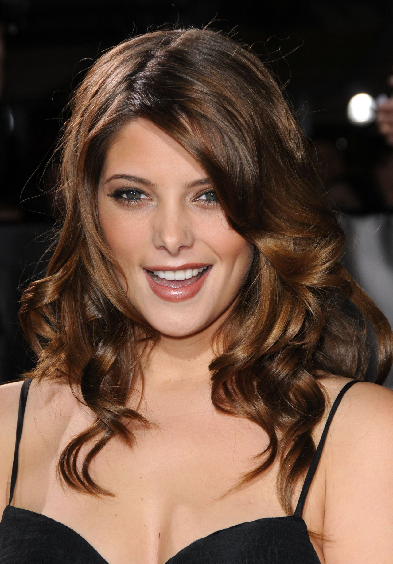 Ashley Greene Thin Pointy nose Makeup Morgue