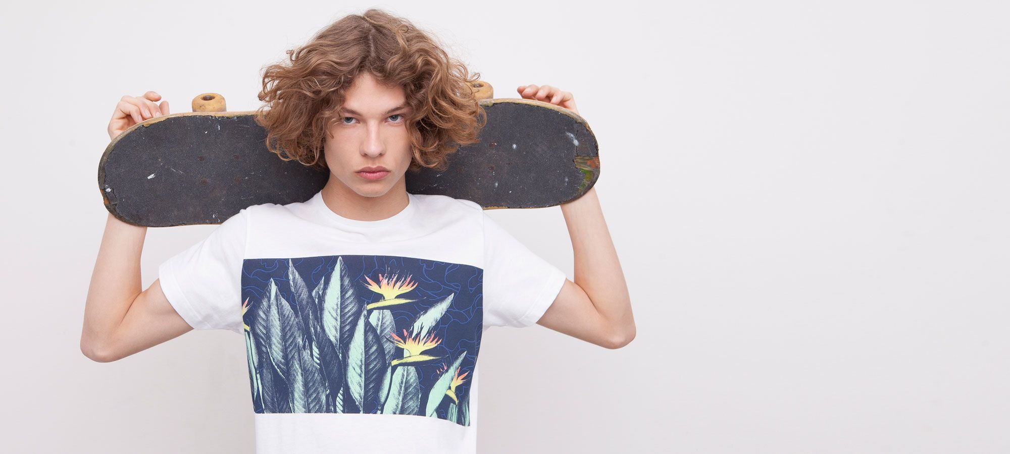 T-SHIRT WITH FLORAL PANEL - T-SHIRTS - MAN - PULL&BEAR Germany