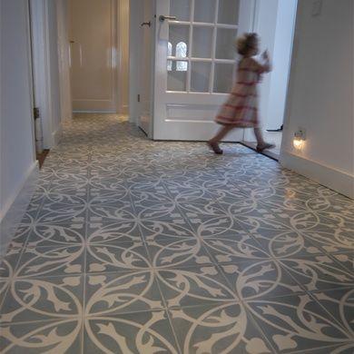 Portugese cement vloertegels misschien leuk voor in achterste deel hal beneden bij badkamer gr - Credence cement tegels ...