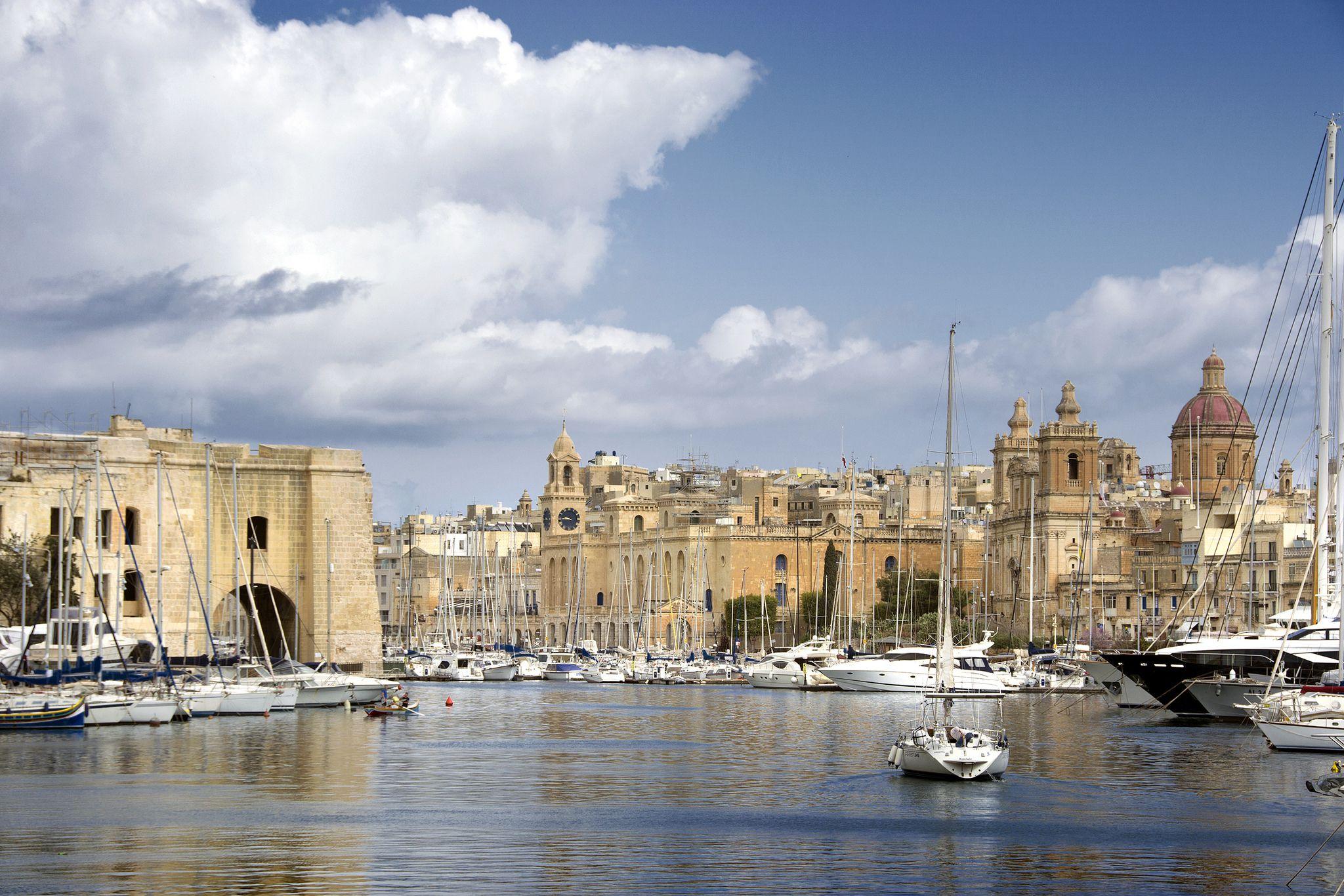 https://flic.kr/p/FeTAPh | Dockyard Creek | Dockyard Creek in Grand Harbour in Malta