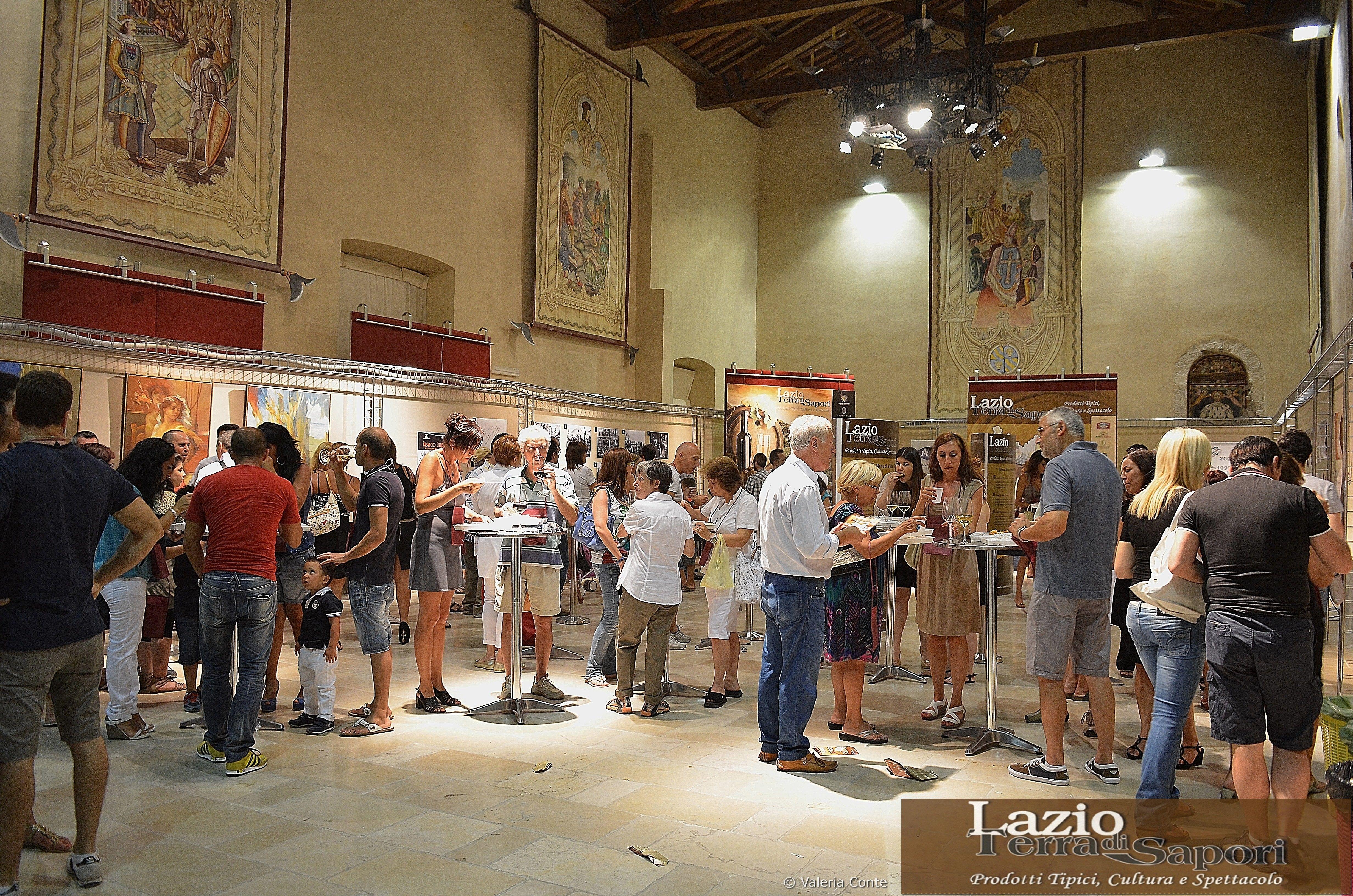I visitatori si godono Lazio Terra di Sapori tra le meraviglie di Palazzo Caetani