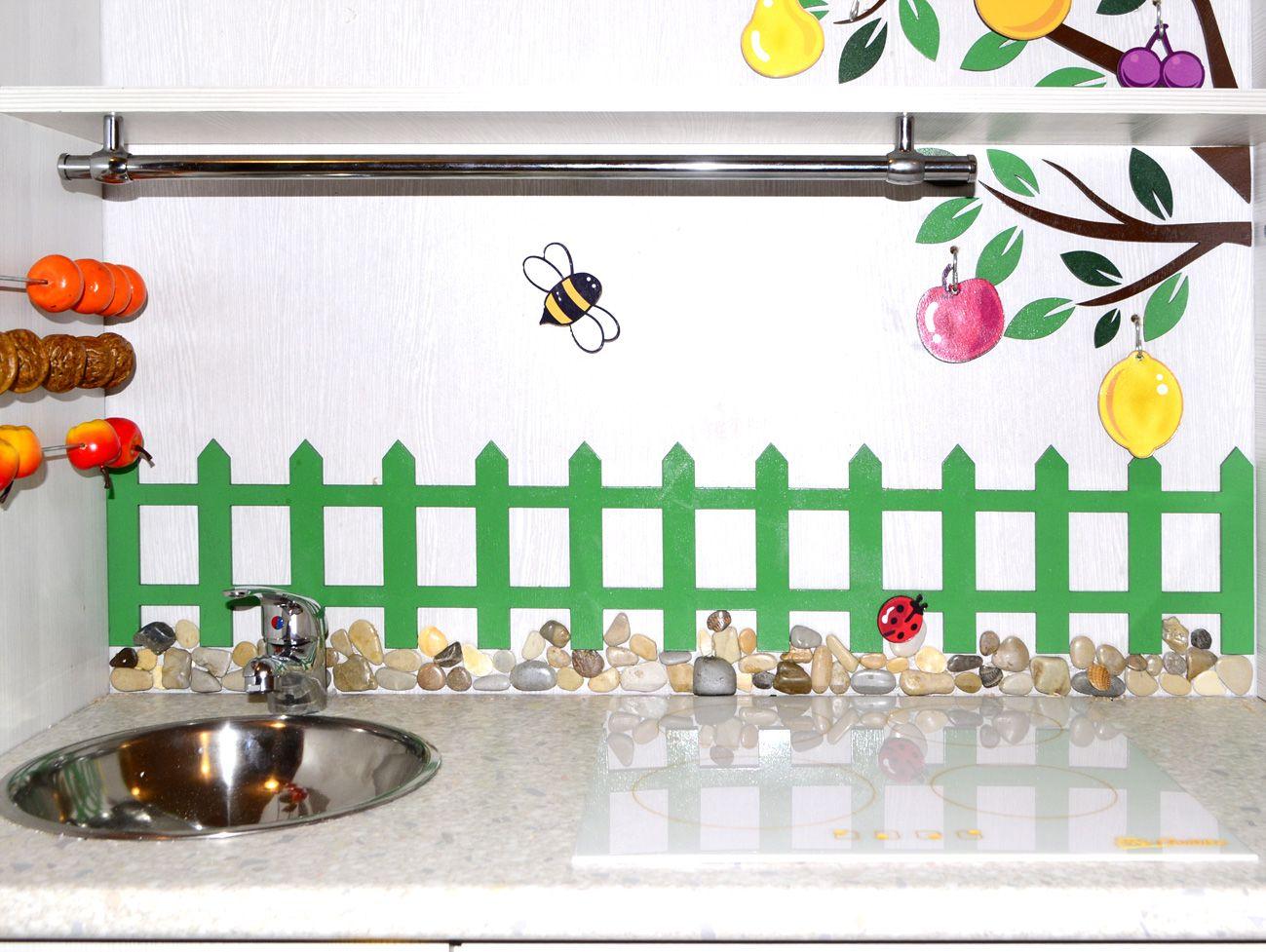 """""""Плита"""", которую можно снять. Слева видны счеты из фруктов ..."""