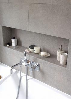 Nische im Badezimmer mit Fliesen grau. #Fliesen #Badezimmer | Bad ...