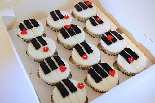 Piano Cupcakes With Images Music Cakes Piano Cakes Music