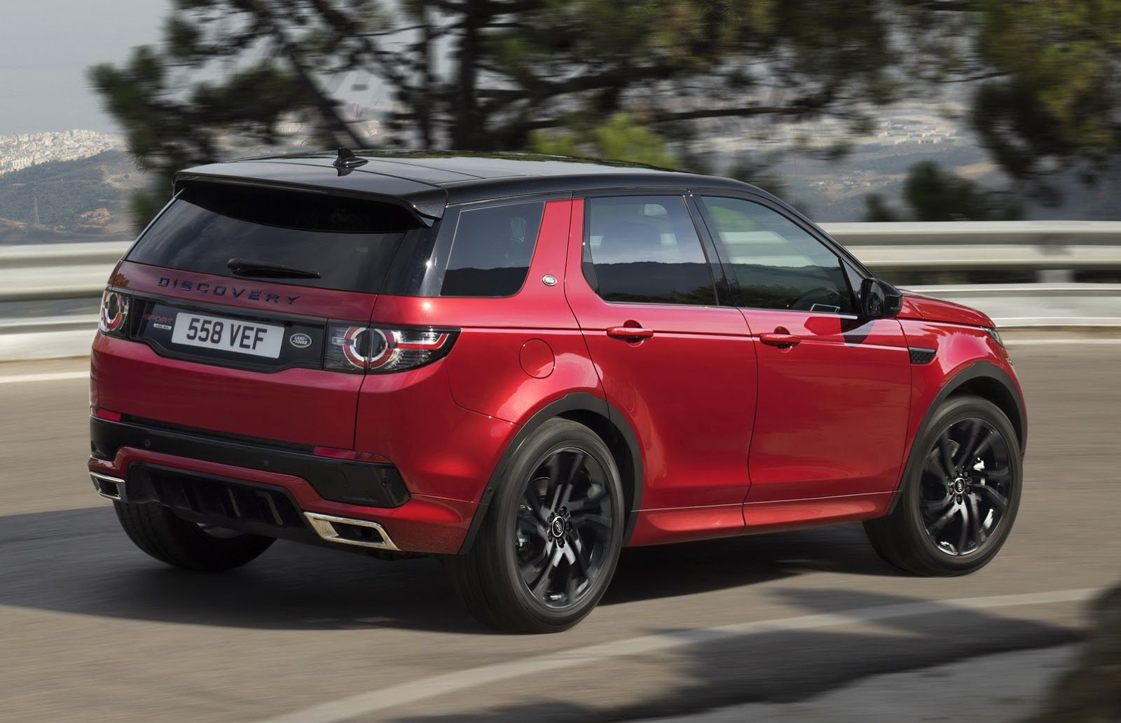 2016 land rover discovery sport 39 s hse lux the exterior of the discovery sports is pepped up. Black Bedroom Furniture Sets. Home Design Ideas