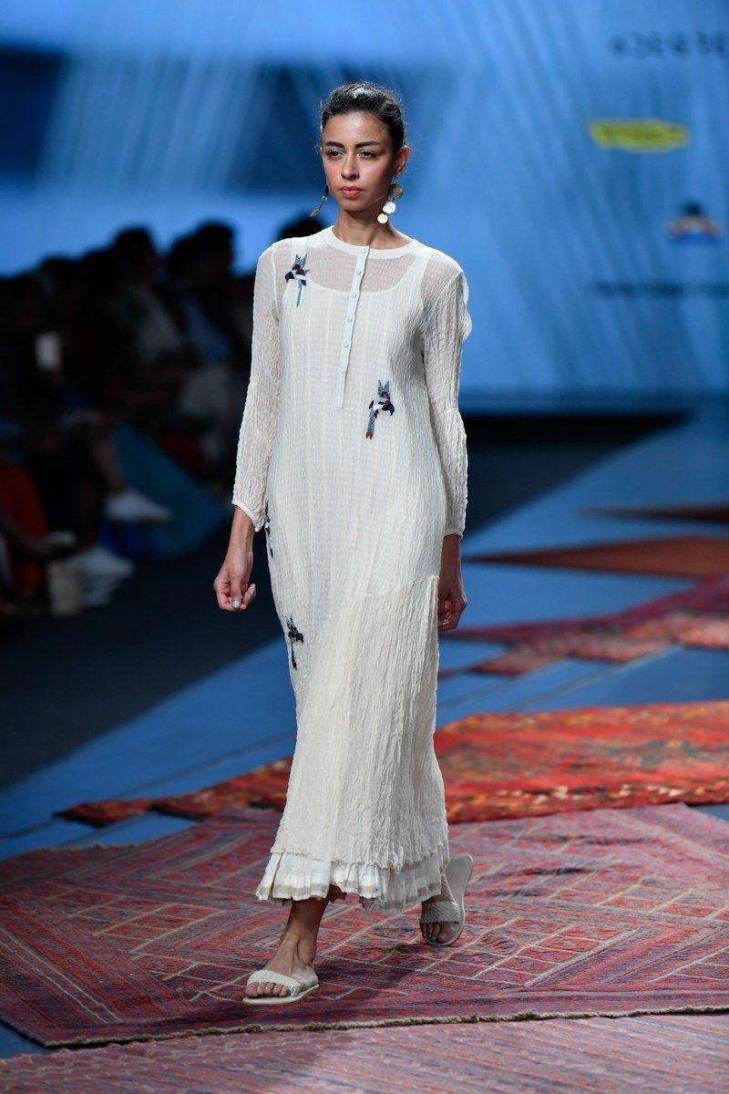 Pramaa By Pratima Pandey At Lotus Make Up India Fashion Week Spring Summer 2020 Vogue India In 2020 India Fashion India Fashion Week Casual Indian Fashion