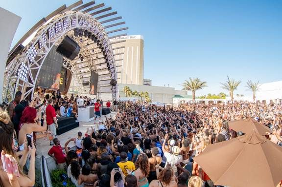 The Hottest Pool Party On Vegas Strip At Daylight Beach Club Vegas24seven