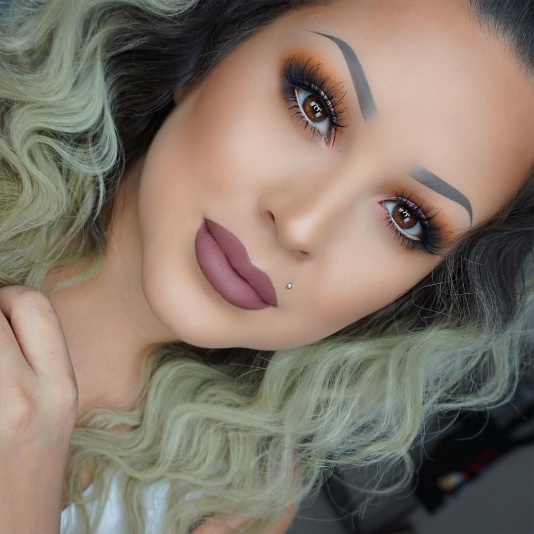 """""""I'm obsessed with this lip combo. Makeup details ️ Eyes"""