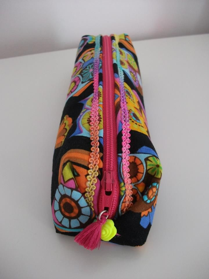 "Estojo ""Box"" -pencil case  www.facebook.com/little.things.vc"